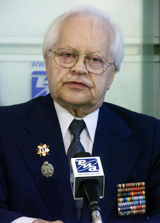 Описание: Ветеран Французского сопротивления Глеб Плаксин на пресс-конференции, посвященной 60-летию высадки союзных войск во Франции.
