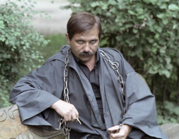 Член Международной ассоциации магов и колдунов, магистр Белой и Черной магии Юрий Лонго