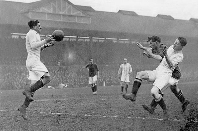Футбольный матч, 1920-е годы.