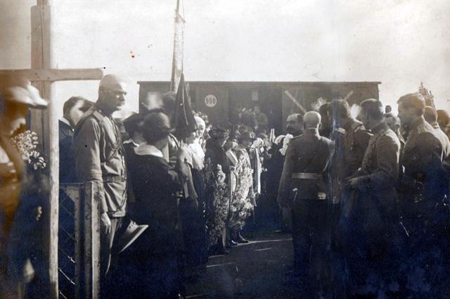 Встреча вагона с прахом героини на вокзале Ставрополя