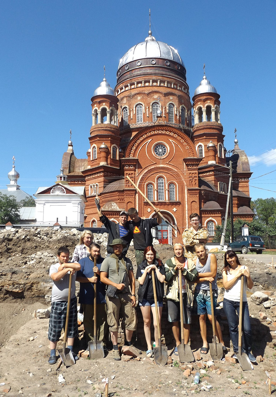 Археологи - очень дружные ребята.