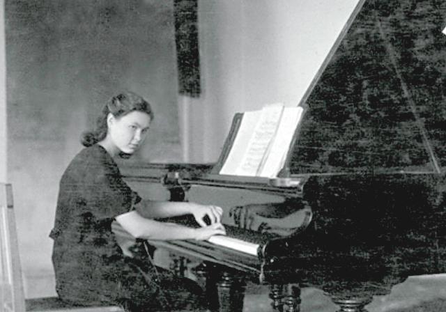 София Губайдулина в зале Казанского музыкального училища. 1948 год