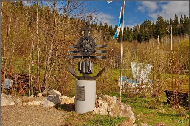 Памятник, посвященный памяти писателя-фронтовика Олега Константиновича Селянкина