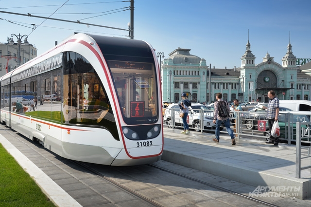 На площадь Тверской Заставы вернулся трамвай.