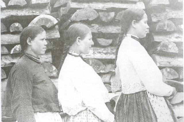 Девушки должны были быть крепкими и здоровыми, чтобы осилить ведение хозяйства.