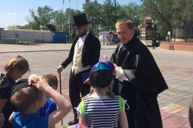 Светила русской литературы рассказали о том, как рождался Оренбург.
