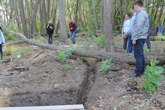 На месте пожара заметны следы начала строительства котлована под фундамент.