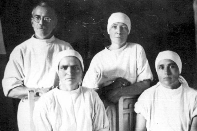 Врачи госпиталя 3339_Источник - Сборник В труде как в бою
