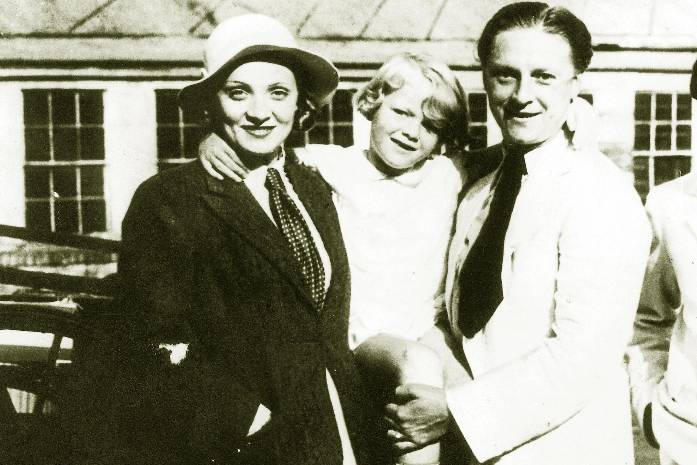 Марлен Дитрих, Рудольф Зибер и их дочь Мария. 1931 год