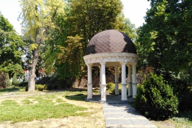 Аллея роз - один из старейших парков Ростова-на-Дону