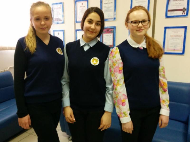 Девочки учатся в десятом классе петербургской гимназии