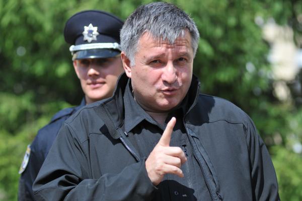 Арсен Аваков общается с курсантами центра подготовки патрульной полиции во Львове. Лето 2015 года.