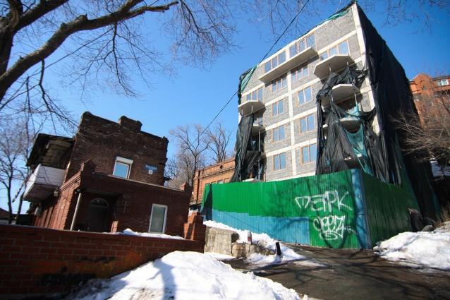 Тянуть со сносом здания нельзя.