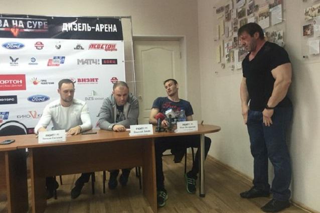 Нетесанов не позволял Петеримову бросаться на оппонентов.