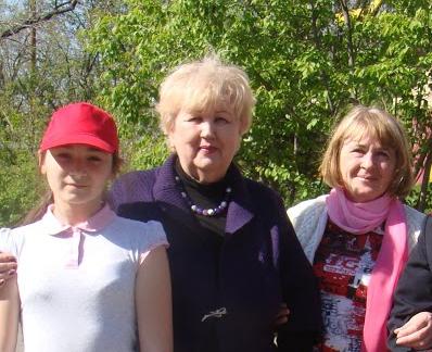Наталья Конникова (в середине)