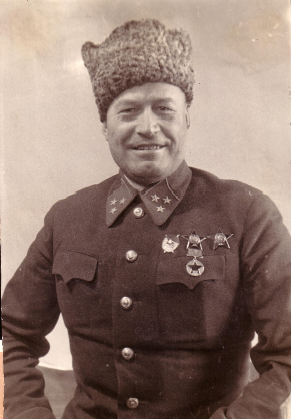 Дончанин Фёдор Костенко в царской армии дослужился до унтер-офицера, а в Красную армию записался рядовым красноармейцем.
