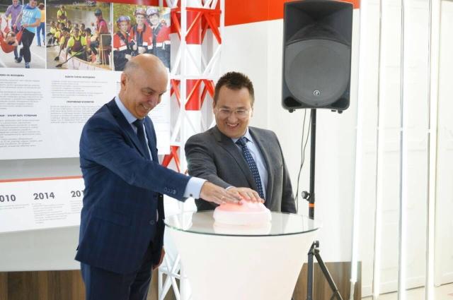 Сергей Андронов и Анатолий Ташкинов дали старт открытию холла