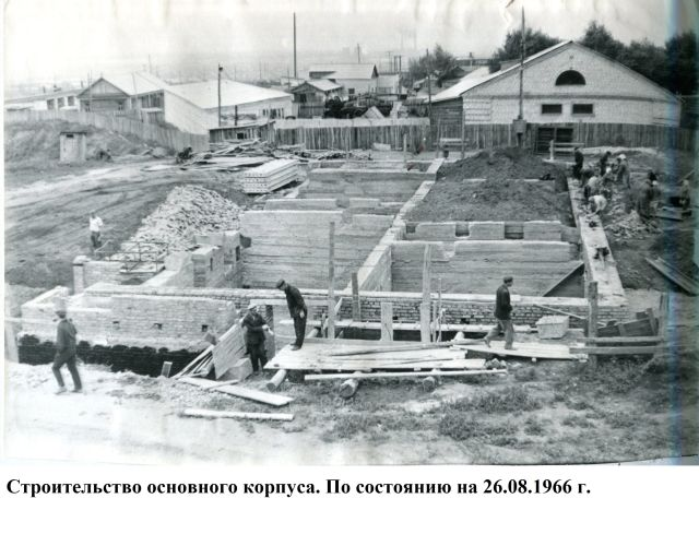 Здание по улице Урицкого, 13 строили ударными темпами.