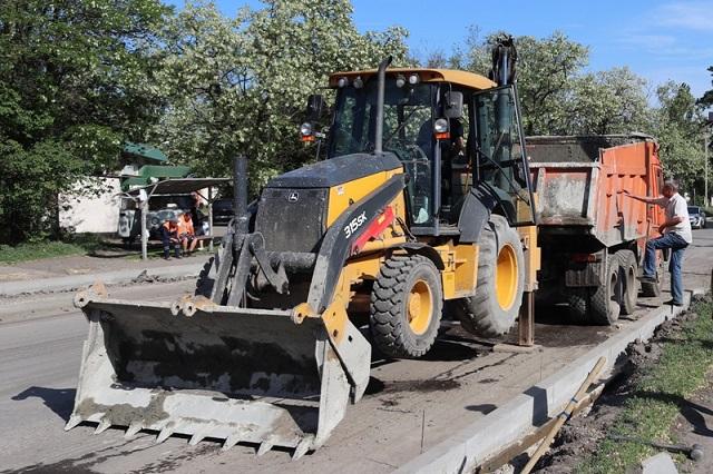 Ремонтные работы идут и на других улицах города.