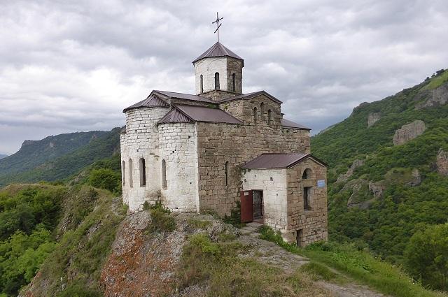 Жители села ходят в храм на горе Шоана.