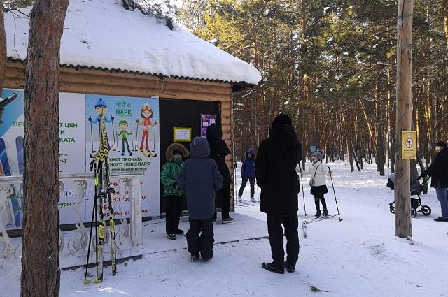 Лыжную трассу в парке осилит любой.