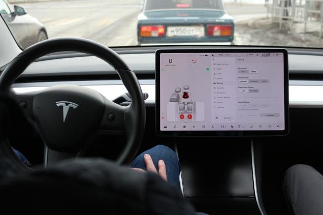 На экране видны другие авто.