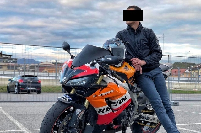 Мотоциклист сказал аварийному комиссару, что водитель «Тииды» его не заметила.