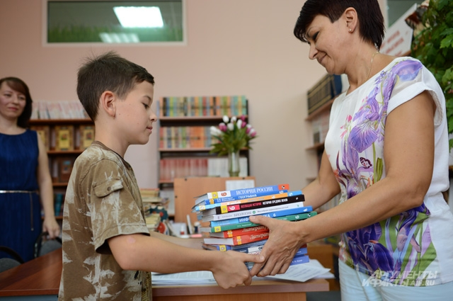 Собирать украинских детей в российские школы будем всем миром