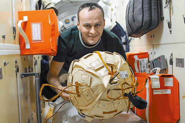 Матрёшка, как и космонавт, в костюме