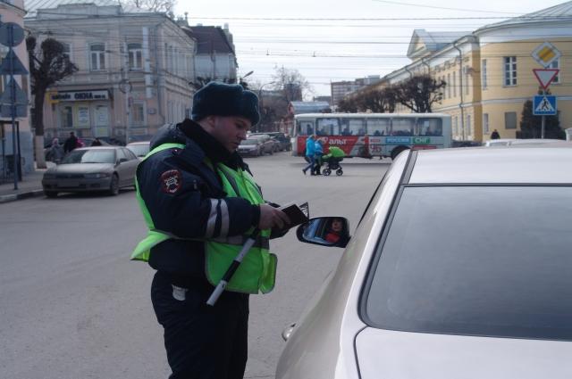 Любое нарушение можно зафиксировать на камеру мобильного телефона и отправить на сайт gibdd.ru.