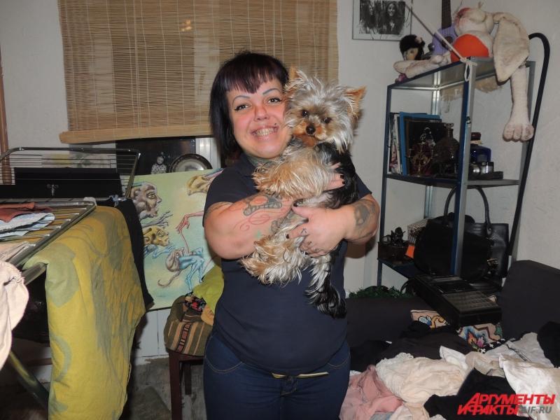 Аня живет вместе с любимой собакой Па.