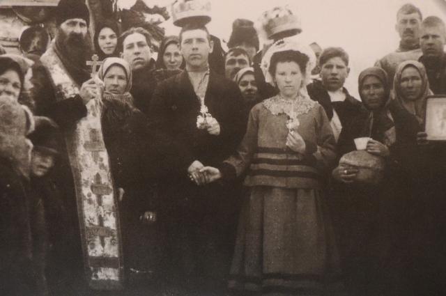 Крестьянские свадьбы праздновали всей деревней.