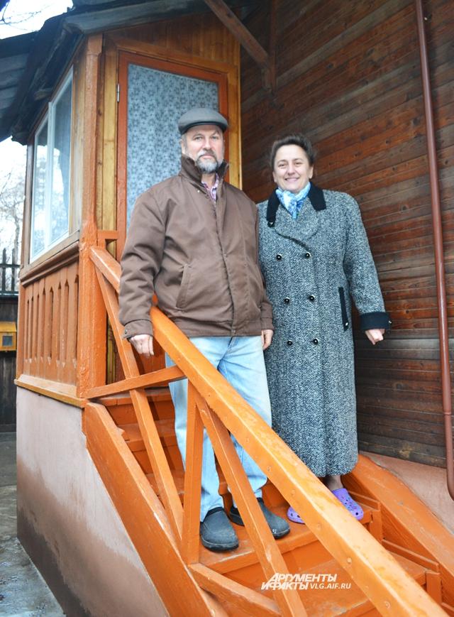 Супруги Пятибратовы с любовью обустраивают своё жилище.