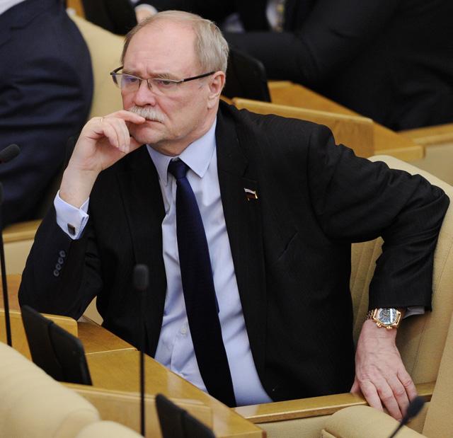 Член комитета Госдумы по культуре Владимир Бортко принимает участие в пленарном заседании Государственной Думы РФ.