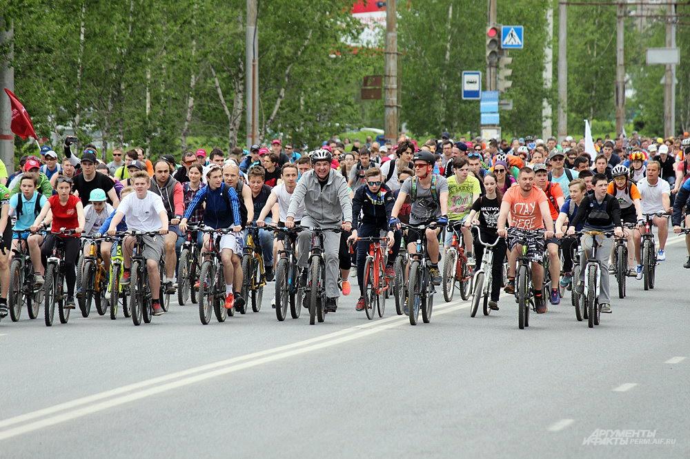 Игорь Сапко всегда участвует в открытии велосезона в Перми.