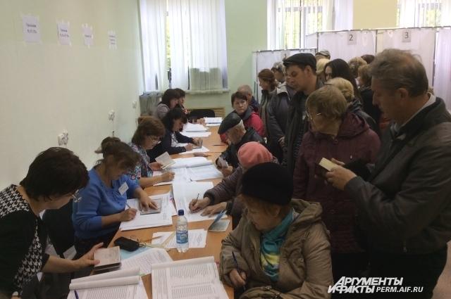 На выборах отмечается большая явка избирателей.