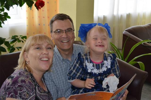 Катрина, Стивен и Лера-Наташа в детском доме