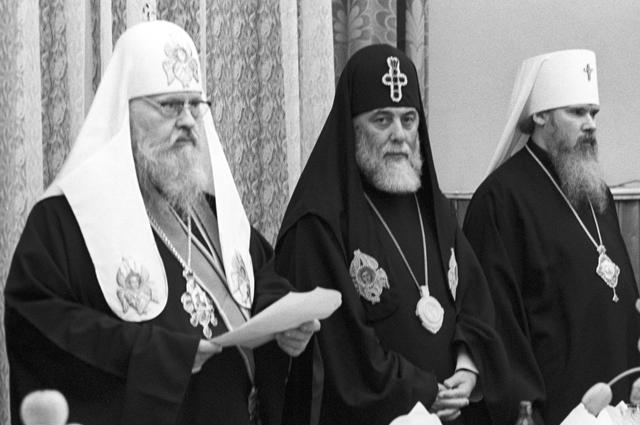 Патриарх Московский и всея Руси Пимен, каталикос, Патриарх Грузии Илия II, управляющий делами Московской патриархии митрополит Алексий.