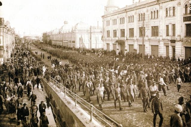 Чехи в Омске, лето 1918 года. Любинский проспект узнаваем до сих пор.