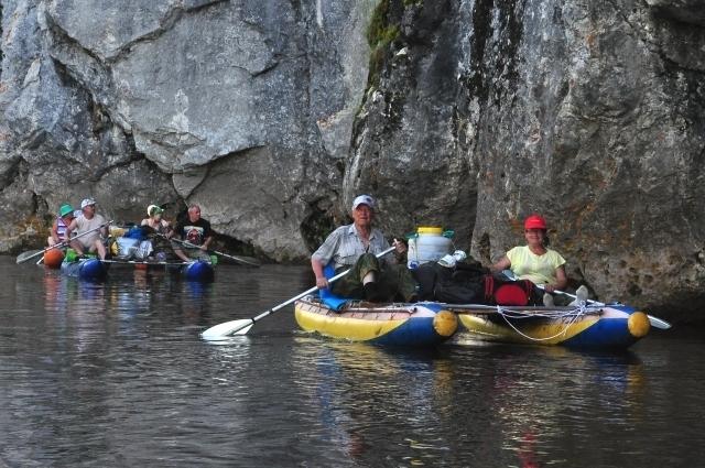 Не пугают возрастных туристов и уральские реки.