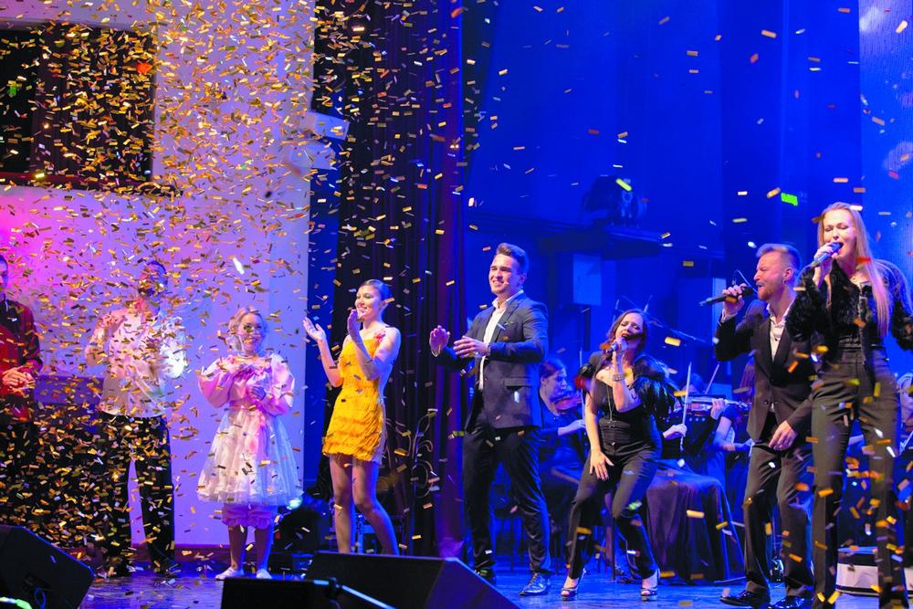 Салют на день рождения - для артистов и публики