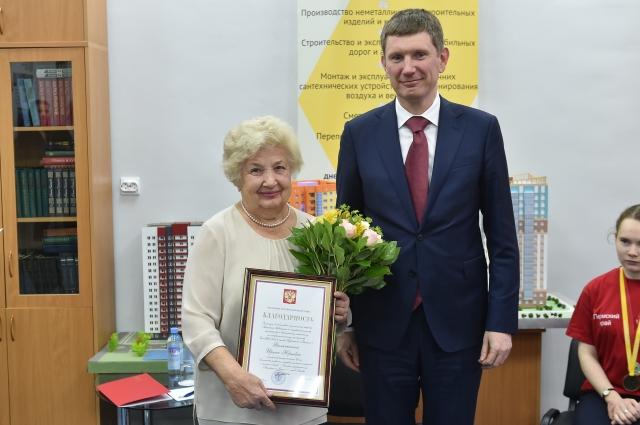 Заслуженную награду вручили маме Ирины Филичкиной.