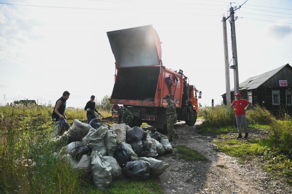 Собранный мусор забрал региональный оператор.
