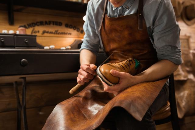 В обувных мастерских вы сами можете выбрать любой понравившийся способ.