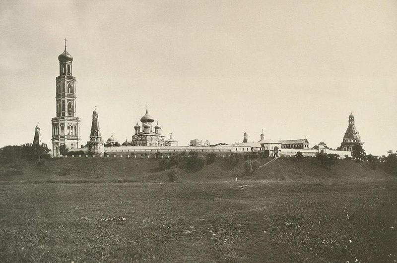 Общий вид монастыря в 1882 году, фото из альбома Н. А. Найдёнова