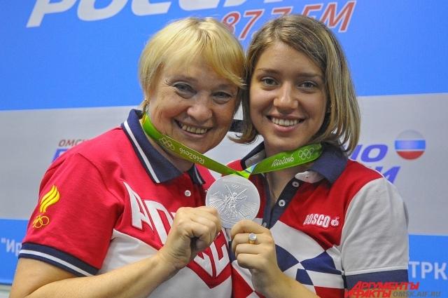 Виталина вместе с тренером Натальей Кудриной.