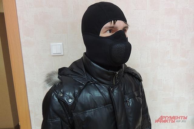 Михаил Полетаев увлекается горнолыжным спортом. Надев маску, катался, вдыхая воздух комнатной температуры