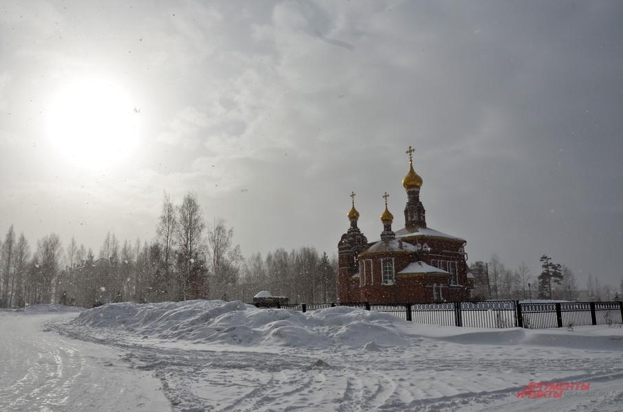 Самая красивая достопримечательность Красноуральска - местный храм.