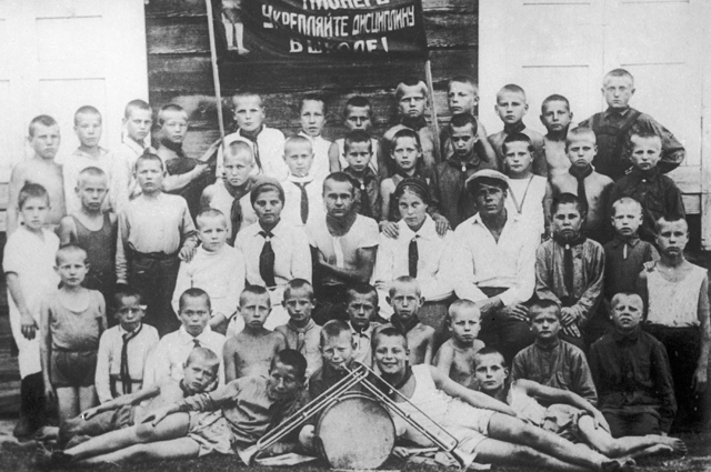 Члены одного из первых пионерских отрядов в Новосибирске.