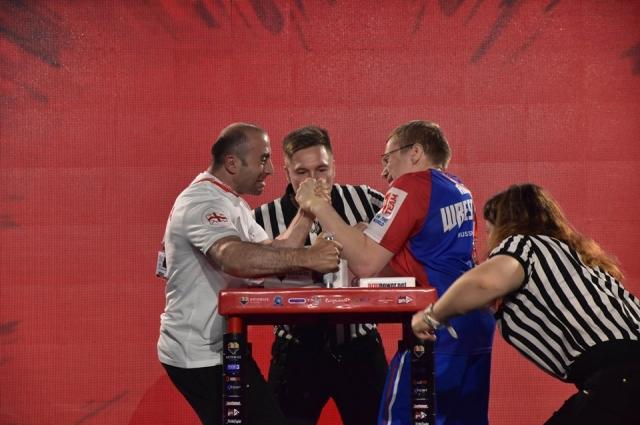 Алексей Казанцев (справа) победил всех соперников.